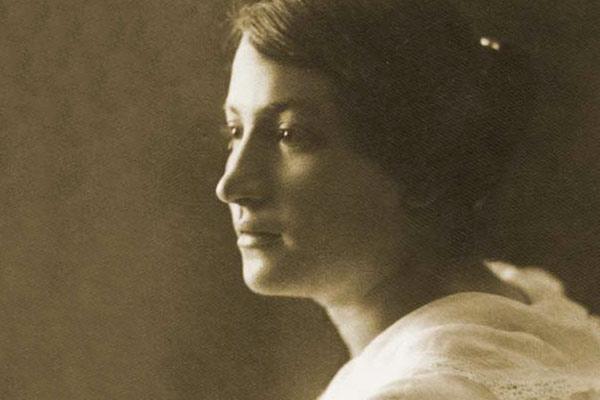 Sepia tone photo of Sarah Aaronsohn circa 1917