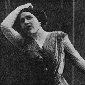 Black and white photo from 1909 of Nadezhda Plevitskazhda in a dramatic pose