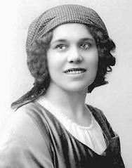 Black and white photo from 1909 of Nadezhda Plevitskazhda i