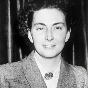 Black and white photo of Andree de Jongh visiting Buckingham Palace to receive the George Medal in February 1946