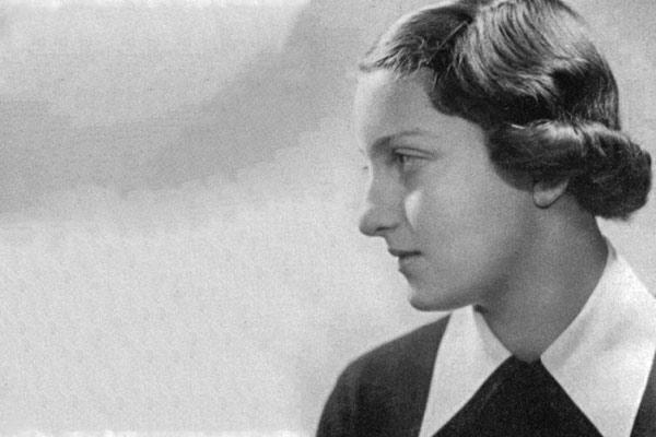 Black and white photo of Hannah Szenes