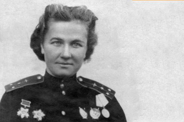 Black and white photo of Nadezhda Popova in uniform