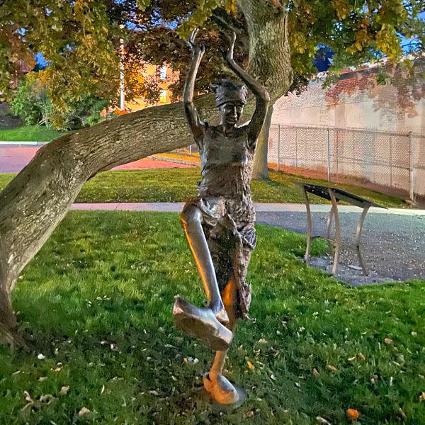 Statue by Nistal Prem de Boer